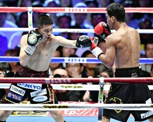井岡一翔、TKO勝ち…日本男子初の...