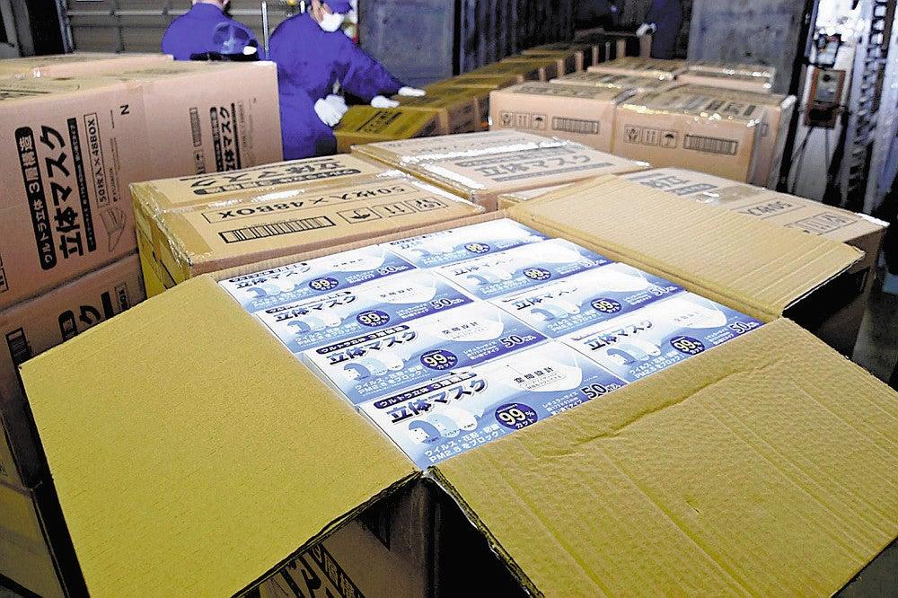 <新型コロナ>マスク1万3000箱到着