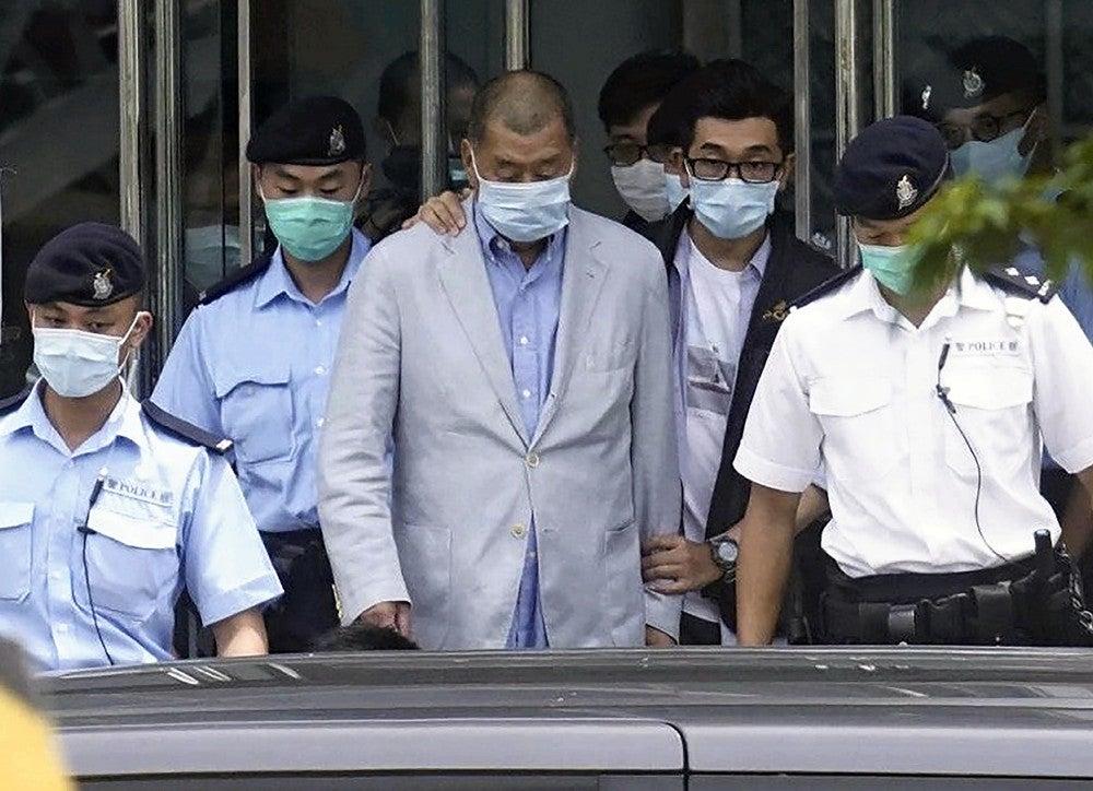 中国に批判的な香港紙創業者、国安法違反容疑で逮捕…香港メディア「周 ...