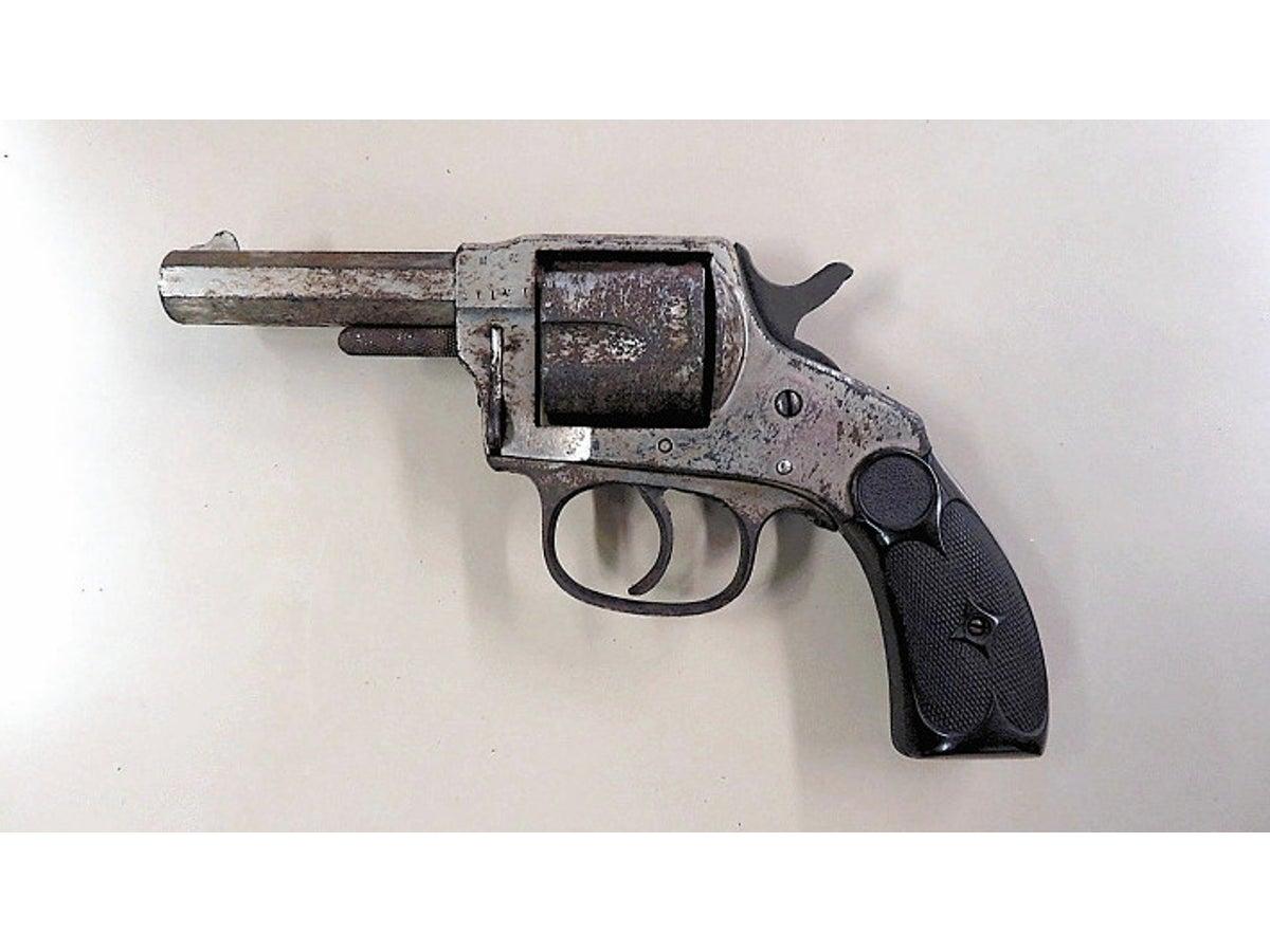 戦時中の拳銃発見相次ぐ 今年4丁 県警が通報呼びかけ : ニュース ...