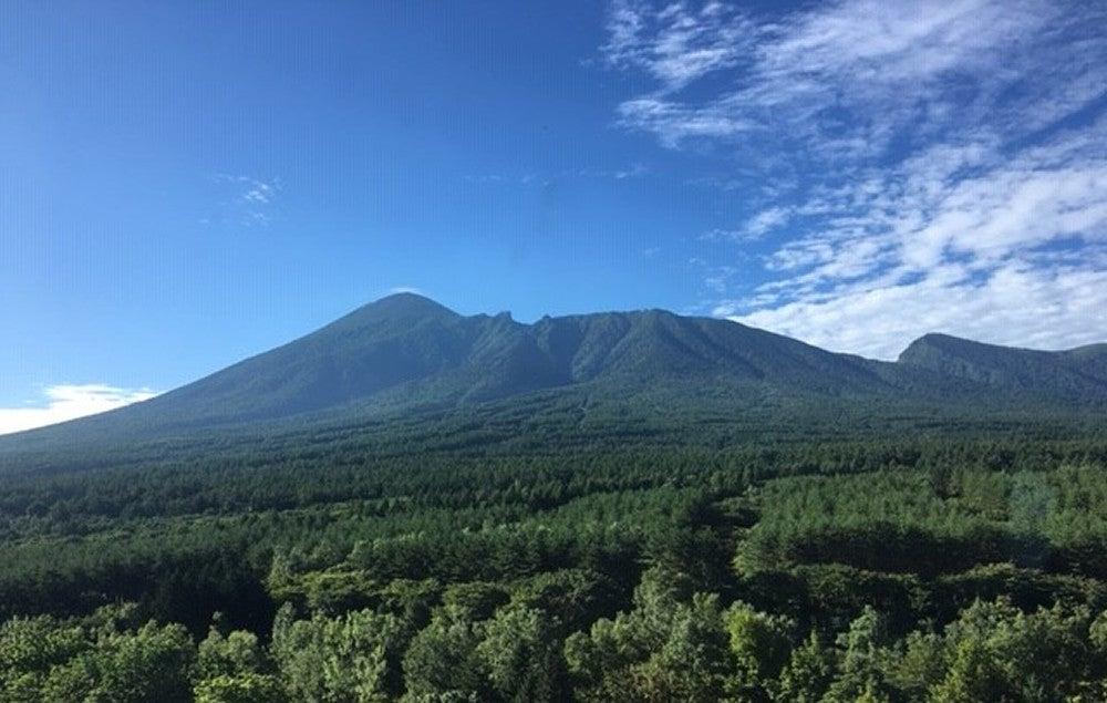 「ふるさとの山に向ひて言ふことなし ふるさとの山はありがたきかな」と石川啄木の歌をかみしめる、夏の朝の岩手山