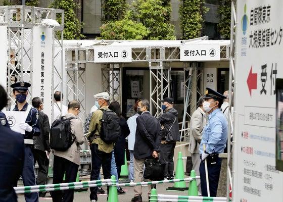 東京・大阪の大規模接種開始、6時半過ぎから高齢者ら続々と来場「一日も早く接種したかった」 : 社会 : ニュース : 読売新聞オンライン