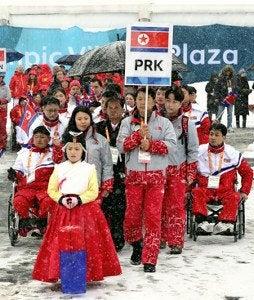 平昌パラ北朝鮮選手団、選手村で...